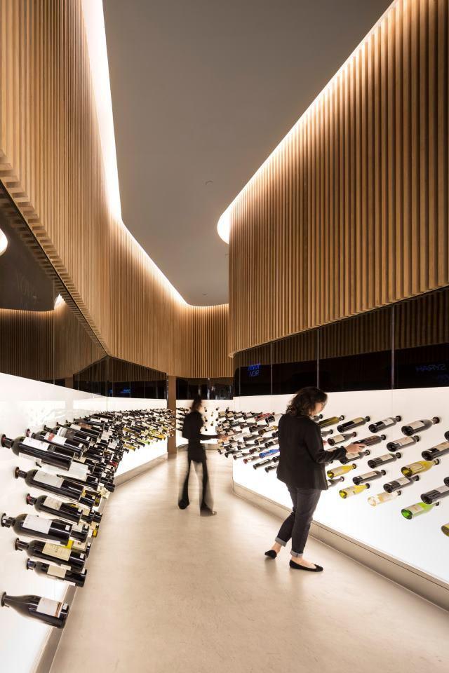 Vinacoteca Mistral, se llama este nuevo establecimiento dedicado al Vino y Champán realizado por el Studio Arthur Casas en Sao Paulo, Brasil.