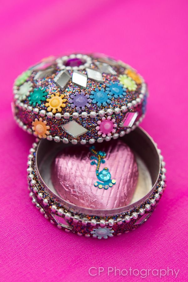 Stunning Asian trinket box complete with milk chocolate heart with bindi.  These make gorgeous Indian wedding favours or perfect for hen and party goody bags. By www.fuschiadesigns.co.uk.