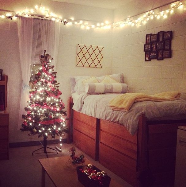 Decorating for christmas in a college dorm room can still for Hall room decoration ideas