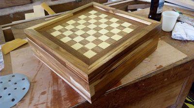 Técnicas de marcenaria: Tabuleiro de  Xadrez em Madeira e marchetaria.