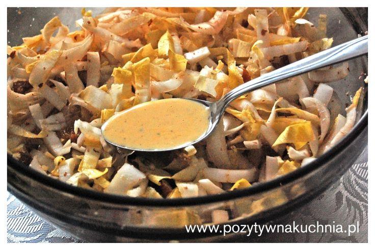 Sałatka z cykorii i rodzynek - #przepis na sałatkę cykoriową  http://pozytywnakuchnia.pl/salatka-z-cykorii-i-rodzynek/  #cykoria #salatka #kuchnia
