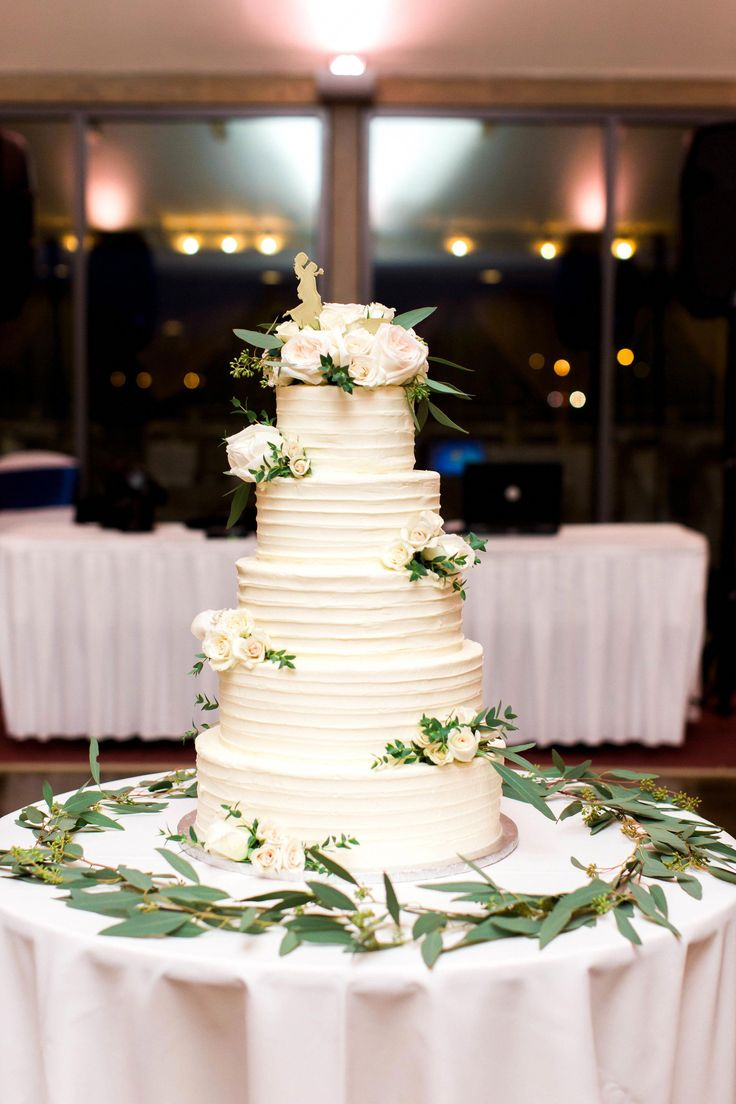 Cake at Forest Park Golf Course. Taken by: Laura Ann Miller Photography #PicturesqueGolfCourses