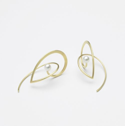 Kathrin Saettele - Schmuck  Earrings Open Circle with Center Pearl