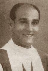 José Valle Román nasceu no dia 16 de Setembro de 1920 em Buenos Aires na Argentina. Aos 21 anos fez a sua estreia a nível profissional no C.A. Atlanta, clube da sua terra que representou durante três anos. Em 1944 transferiu-se para o C.A. Independiente mas no ano seguinte rumou ao C.A. Temperley onde jogou mais três anos. No início da época de 1947/48 viajou para Itália para vestir a camisola do A.S. Roma tendo-se mantido no clube da capital italianos por três temporadas. Em 1950/51 rumou a…