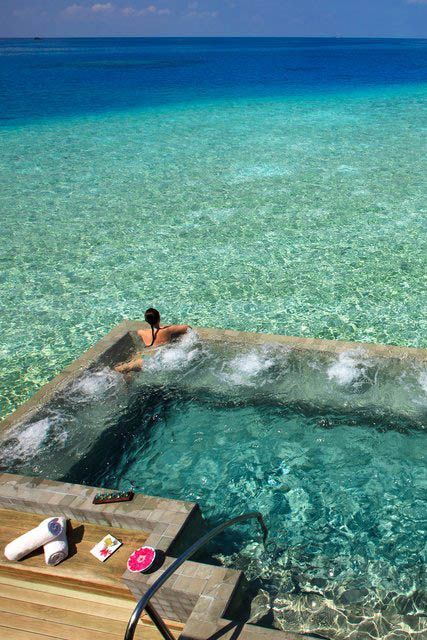 I could float for hours here~~Velassaru Resort, Maldives
