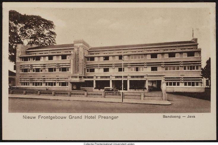 Hotelgebouw aan de straat