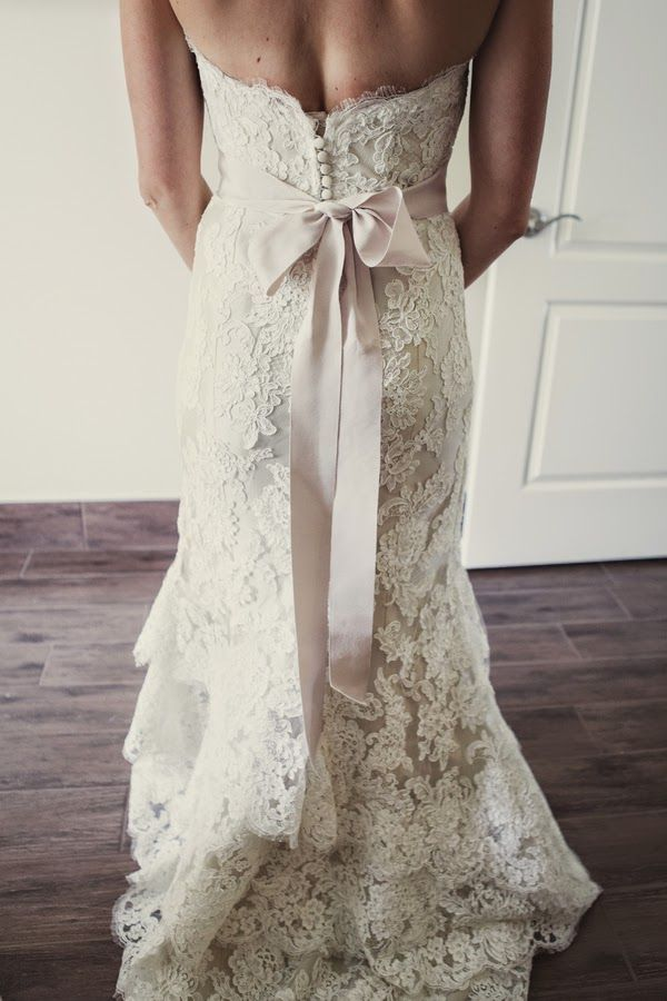Classic shabby chic wedding with sweet details     The Frosted Petticoat
