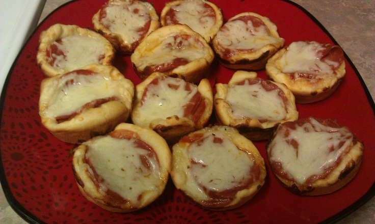 Mar 08,  · Easy pepperoni rolls are a great appetizer! Whether you make these pizza balls with biscuits, bread dough, or crescent rolls they are sure to be a family favorite. Moms like them because they are easy to make and kids will like them because they are bite-sized pizzas!/5(9).