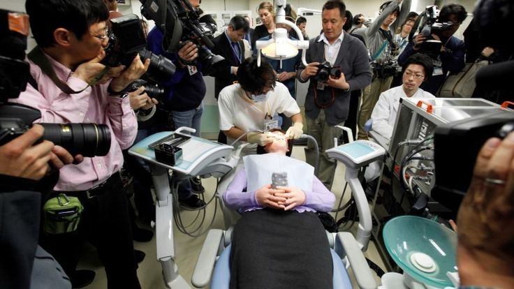 La posibilidad de reemplazar el cuerpo entero en una intervención quirúrgica podría estar cada vez más cerca gracias a la investigación del médico chino Xiaoping Ren, un cirujano de la Universidad Médica de Harbin que pretende conformar un equipo de especialistas capaces de realizar la intervención.</p>