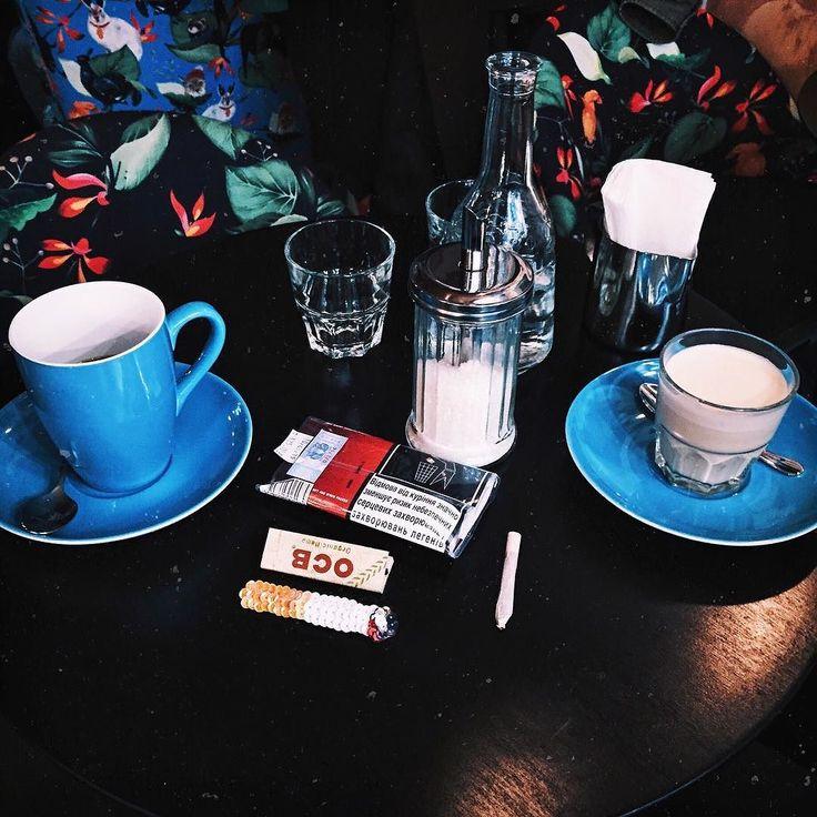 Когда ты не куришь но у тебя тоже есть сижка А вообще фото о новой традиции ходить по субботам в разные места на кофе #лизиандр by liza.shk