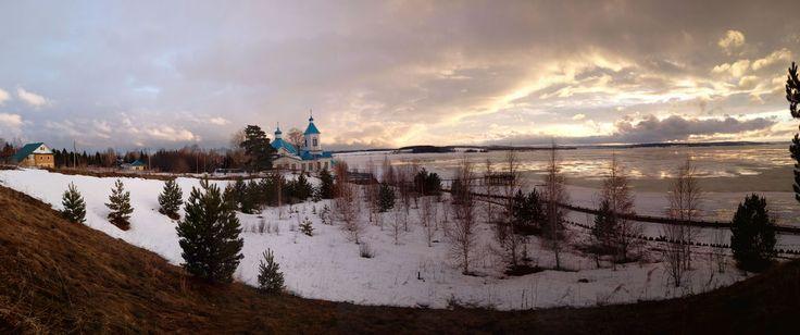 Это мое любимое место😍, где теряется власть времени - это Усть-Гаревая, где наш загородный домик (слева на фото). Если надо быстро восстановить силы, снять нервное напряжение, просто отдохнуть и зарядиться положительными эмоциями - это туда😀! снимок сделала дней 10 назад, перед ледоходом. Приглашаю в гости!👍