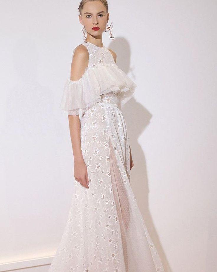 #gelin #gelinlik #gelinlikler #gelinlikmodelleri #weddedwonderland #russia #kına #nişan #bride #bridal #bridaldress #wedding #vestidodenoiva #weddingdress #glam #prenses #couture #weddingday #weddingphotography #transparan #hijab #couturefashion #houtecouture #fashion #bohem #transparent #style #bride #amazing #beautifulbride #tbt �� http://gelinshop.com/ipost/1522043533207783626/?code=BUfYoeBh8jK