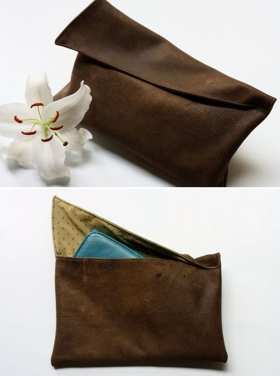 DIY: leather clutch pouch bag The tutorial is here: http://myevaforeva.blogspot.com/2009/07/leather-clutch-tutorial.html