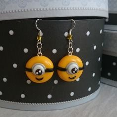 Boucles d'oreilles minions fimo perle jaune noir blanc