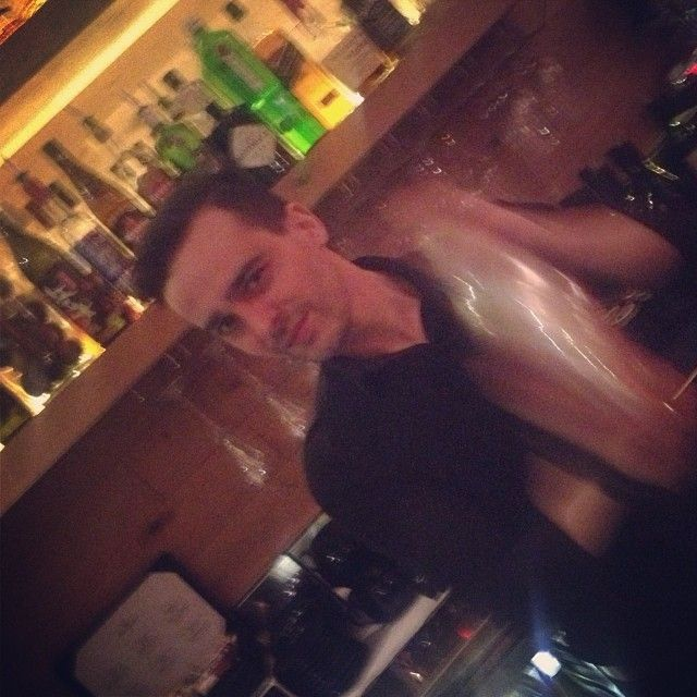 No matter how hard he's shaking, doesn't forget looking at the camera ( ̄^ ̄) #bartenders