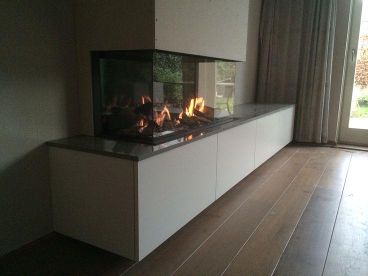Bellfires vieuwbell medium gerealiseerd door Kachelhuis Keemers te Zenderen met natuursteen plateau en opbergmeubel.