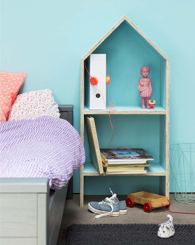 KARWEI   Een eigen huisje naast je bed met daarin de mooiste boeken. #kinderkamer #wooninspiratie #karwei
