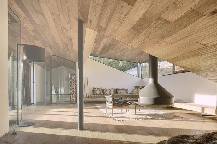 Haus Wiesenhof in Kitzbühel, Tirol by Gogl Architekten Kössen - einzimmerwohnung einrichten kluges raumspar konzept brasilien