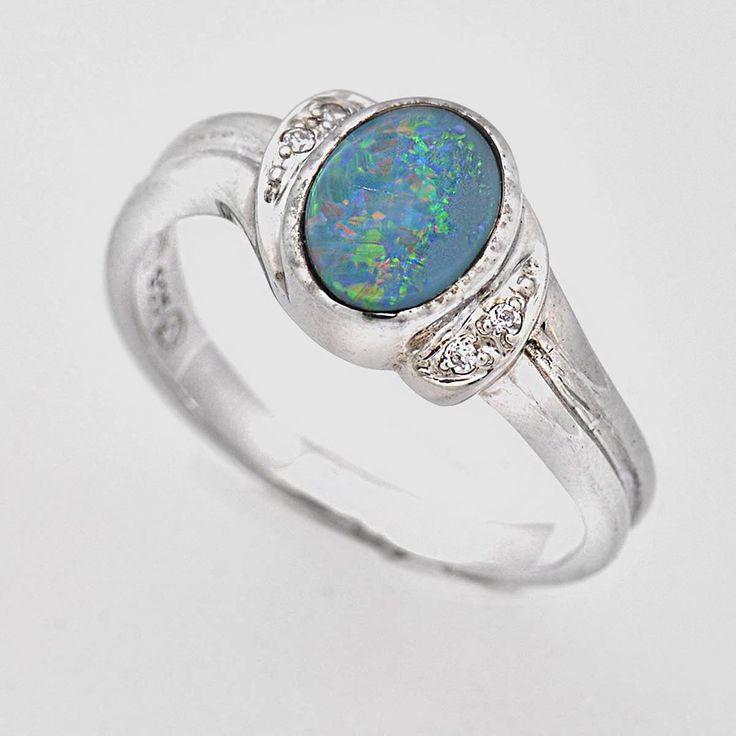 Inel din argint cu opal prețios natural, dubletă, inel foarte elegant  cu o piatră naturală semiprețioasă unică însoțită de zirconiu (piatră de sinteză). Cod produs: VI4984 Greutate: 2.73 gr. Lungime: 1.00 cm Lățime: 1.00 cm Circumferință inel: 54.00 mm Piatră: OPAL