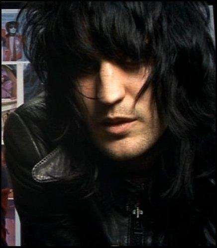 Noel Fielding :) .......my goodness me!! he looks so much like Johnny Thunders in this pic. x