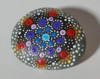Piedra del amor Rock del Mandala por InnerSasa en Etsy