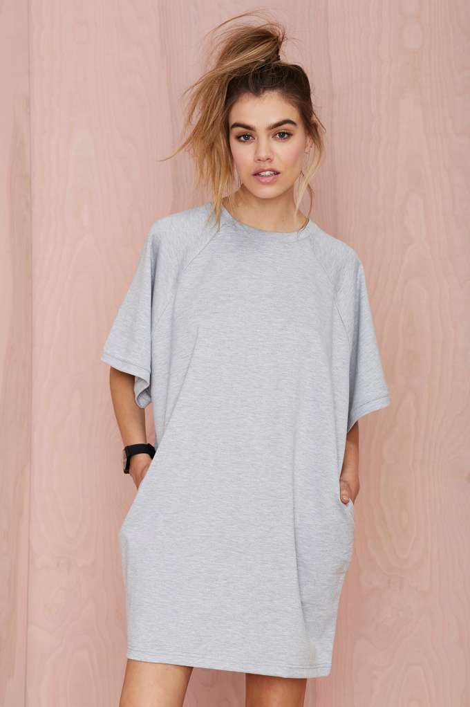 If you're looking for the perfect tee dress to get you through long days and longer nights, this gray beauty is about to be your go-to favorite.