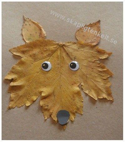 """Skapligt Enkelt """"Du behöver ett stort lönnlöv och två björklöv (eller andra små löv). Pappret du limmar löven på får inte vara för tunt, för då böjer det sig lätt. När limmet och lövet torkar böjer sig pappret och lövet lätt, så ett tips är att lägga det hela i press medan det torkar. Lägg ett bakplåtspapper över och sedan en bok eller något annat tungt."""""""