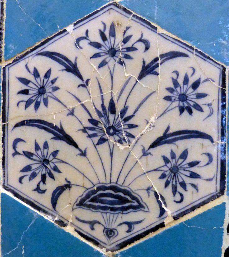 Floral Burst – Mosquée située à Edirne datant de 1435. Elle est décorée de céramiques par des artistes d'origines diverses, mais d'un exceptionnel talent