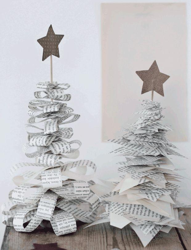 Alberi di Natale di carta creati con ritagli di libri