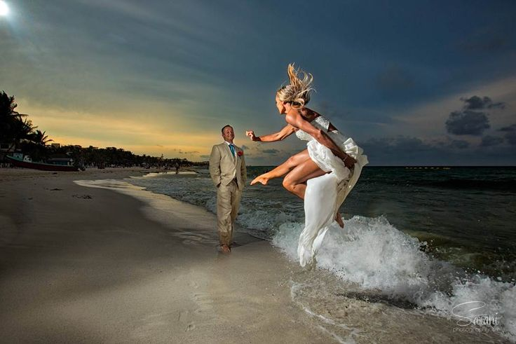Beautiful picture of couple by Sarani photography taken in Riviera Maya Mexico