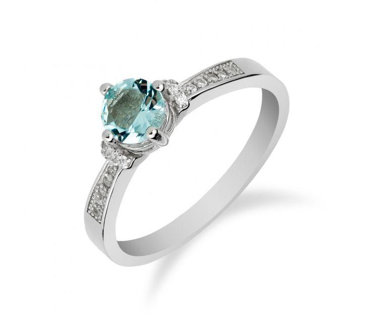 Stříbrný prsten s akvamarínem a řadou zirkonů