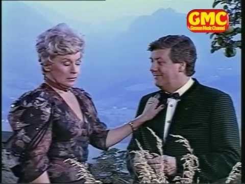 ▶ Waltraut Haas, Karl Moik & Hias - Im weißen Rössl am Wolfgangsee (Medley) - YouTube