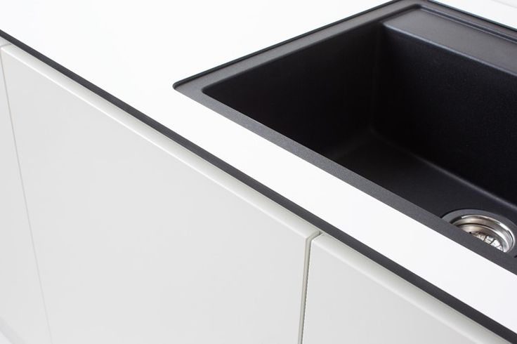 Bänkskiva i Kompaktlaminat W450D. Underlimmad diskho: Blanco Dalago 6 Silgranit Antrazit. Blandare: Blanco Alta S Compact.