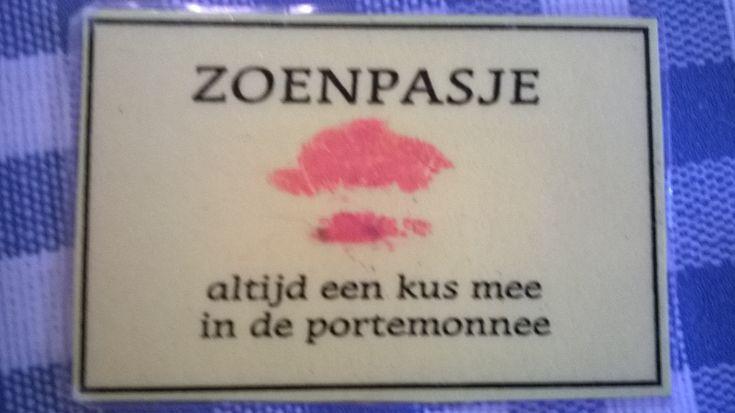 Idee voor moederdag of vaderdag: het zoenpasje. Zo heb je altijd een kus mee in de portemonnee.