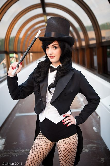 Character: Zatanna Zatara / From: DC Comics 'Justice League Dark' & DCAU's 'Justice League Unlimited' / Cosplayer: Unknown / Photo: LJinto (2011)