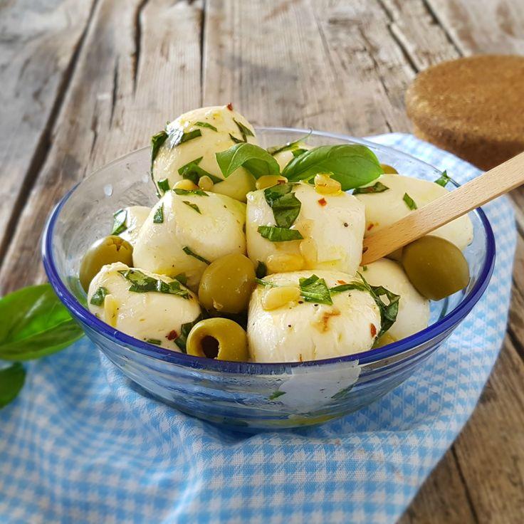 Mozzarella marinata fresca gustosa e semplicissima
