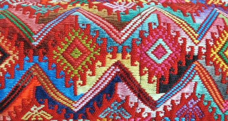 Incredible colors, incredible designs... all in a perfect match #maya #mayanweavers #mayanartisans #mayanfashion #mayancolors #mayanculture #guatemala #weaving #beautiful #beautifulwomen #yabal #fashion #originalfashion