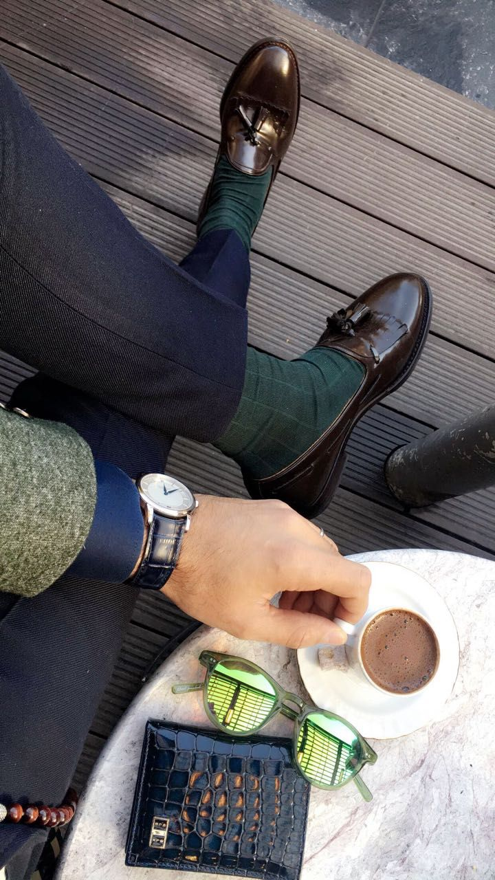 Men´s style inspiration with Blue / brown / green details and the Bifold leather Slim Wallet.