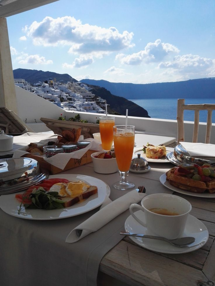 Eat our healthy, tailor-made breakfast at your private suite and shine all day.   Andronis cave pool suite