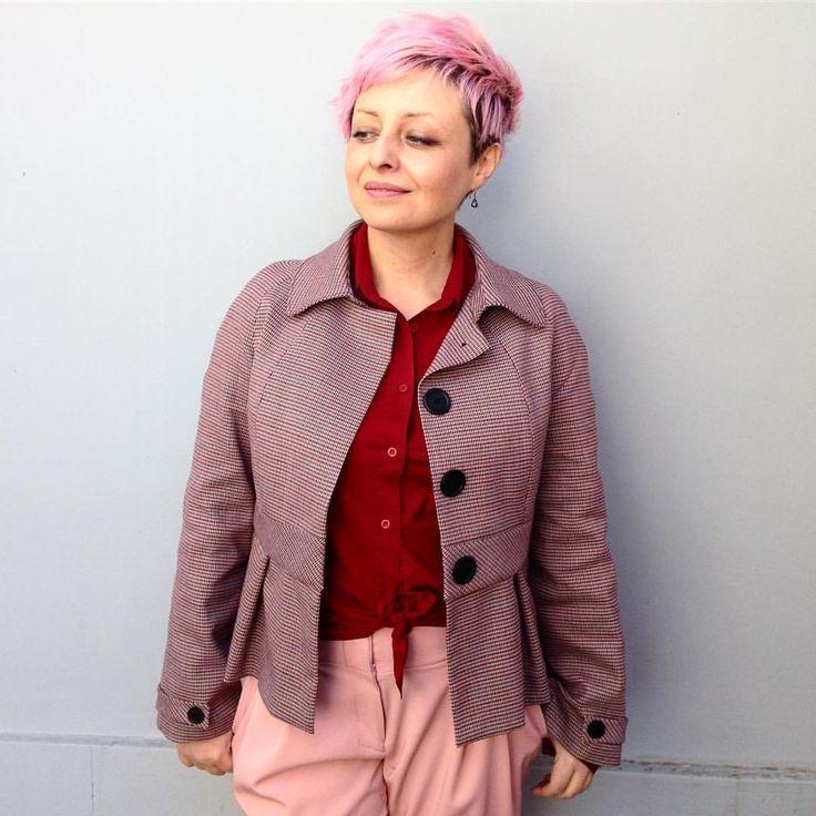 """54 curtidas, 7 comentários - Francine Lacerda (@francinelacerda) no Instagram: """"#lookdodia Tons de rosa e vermelho. Casaco Juliane e calça Anna. Ensinei a fazer no meu curso da…"""""""