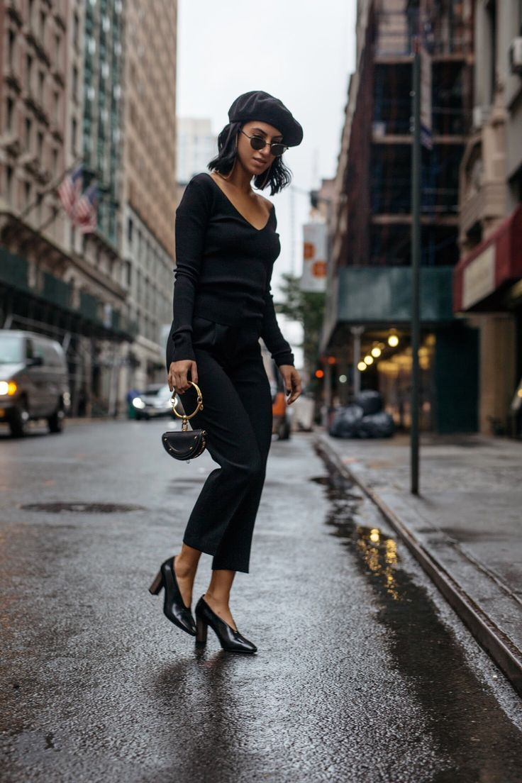 dd32ab126b380 LA Blogger Tania Sarin in New York City wearing Aritzia all black outfit  for fall