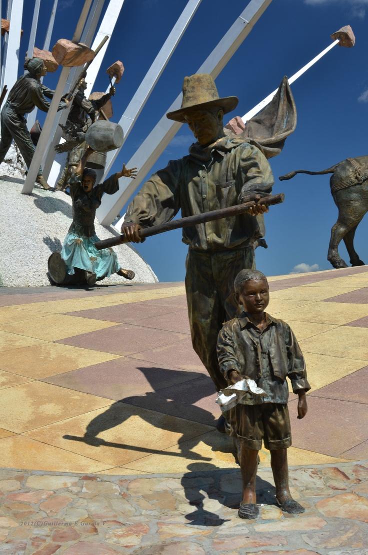 Detalle del monumento a la Santanderianidad en el Parque Nacional del Chicamocha, situado en el Cañon del Chicamocha, una maravilla natural del Departamento de Santander, COLOMBIA