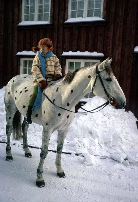 Pippi Langkous met paard Witje in de sneeuw