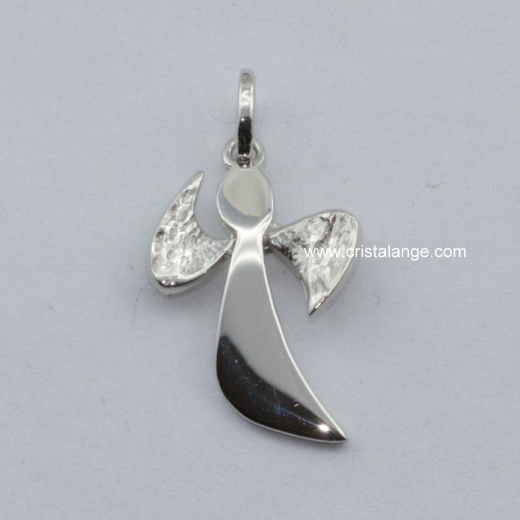 Idée cadeau: joli pendentif en argent en forme d'ange gardien avec un design très moderne à retrouver sur le site de vente en ligne www.cristalange.com. Trouver son ange devient si simple!