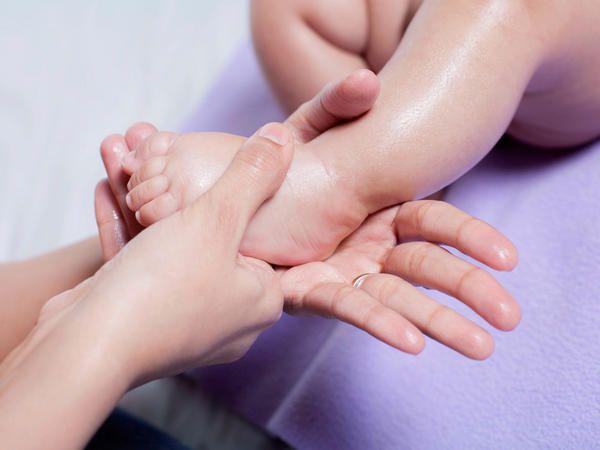 61 Bedste spædbarnsmassage billeder på Pinterest Baby Massage-1978