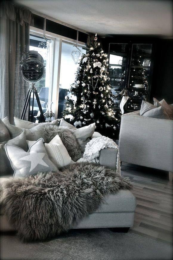 He aquí una opción de como decorar tu casa en navidad, si eres del estilo de los colores neutrales, como el gris, blanco o negro. Sin embargo, esto también lo puedes adaptar en tu casa si es que eres de gustos mas coloridos en navidad.