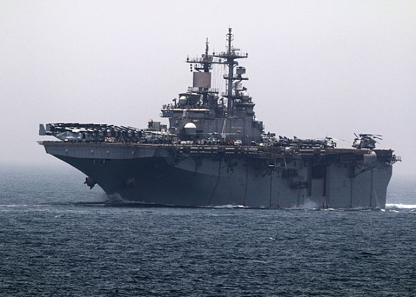 The Wasp-class amphibious assault ship USS Boxer (LHD 4) transits the Strait of…