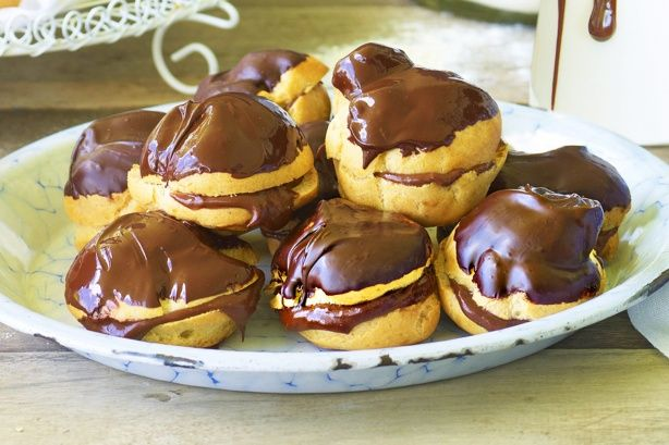 Προφιτερόλ+με+γέμιση+σοκολάτας