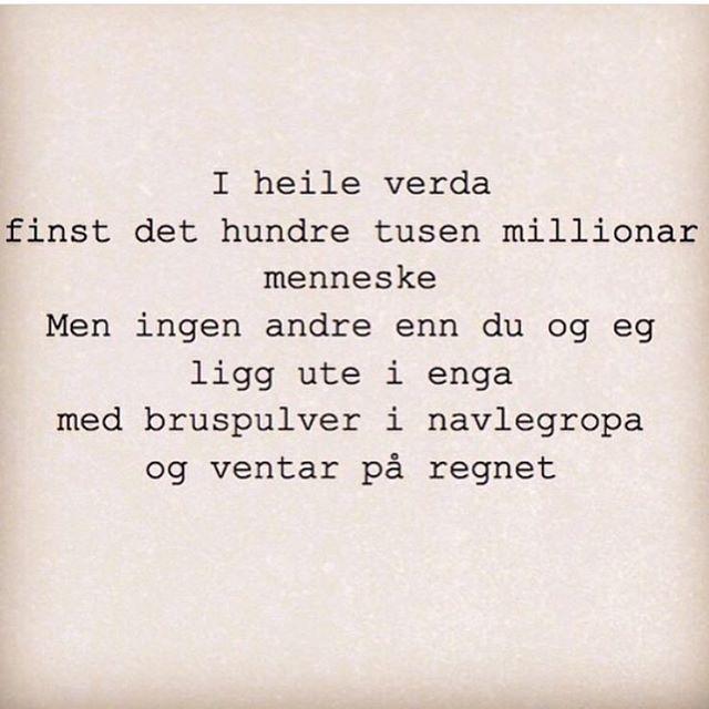 """""""Får vel dele et dikt da, siden det er #verdenspoesidag :) en favoritt av Hans Sande fra samlingen…"""""""