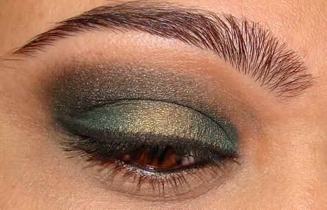 Teal and olive eye look... check out the gorgeous and perfectly groomed eyebrows!